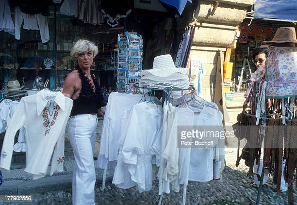 Lilo Kramm Rhodos Dodekanes Griechenland Europa Urlaub Stadtbummel Einkaufen Bekleidung VerkaufStand Kleid MW/LG