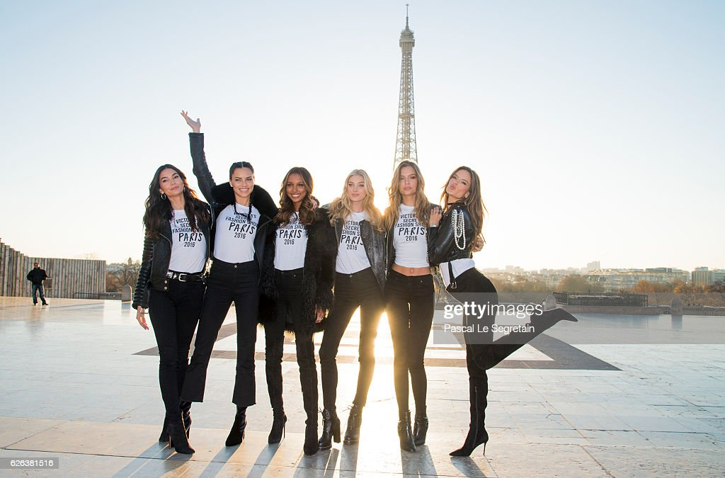 2016 Victoria's Secret Fashion Show - Eiffel Tower : News Photo