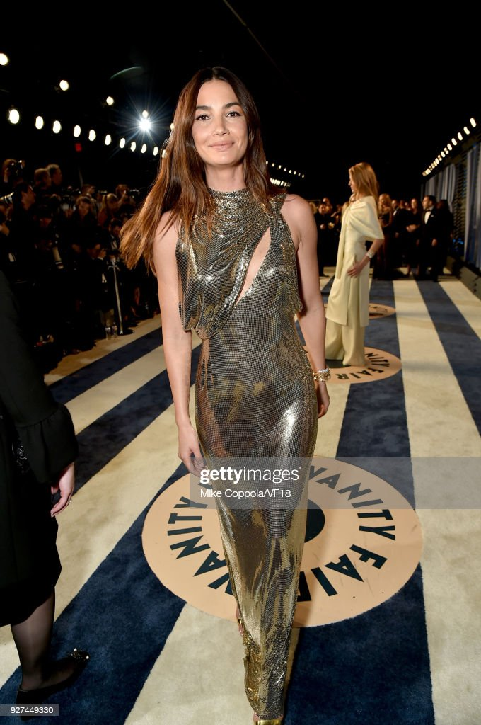 Lily Aldridge attends the 2018 Vanity Fair Oscar Party hosted by Radhika Jones at Wallis Annenberg Center for the Performing Arts on March 4, 2018 in Beverly Hills, California.