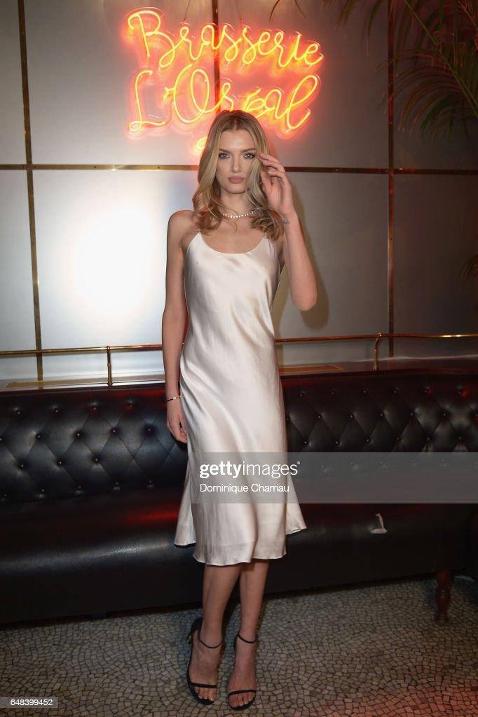 """""""L'Oreal  Paris Dinner Hosted By Julianne Moore"""" - Paris Fashion Week Womenswear Fall/Winter 2017/2018"""