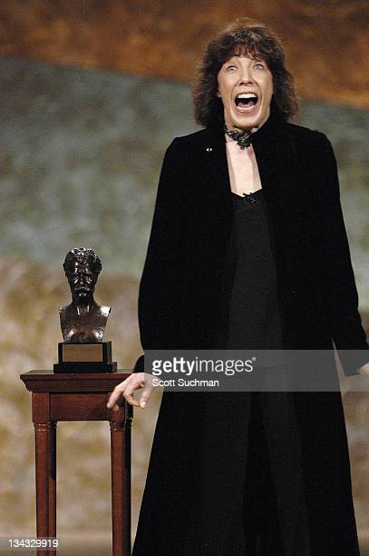 Lily Tomlin accepts the 2003 Mark Twain Prize for American Humor