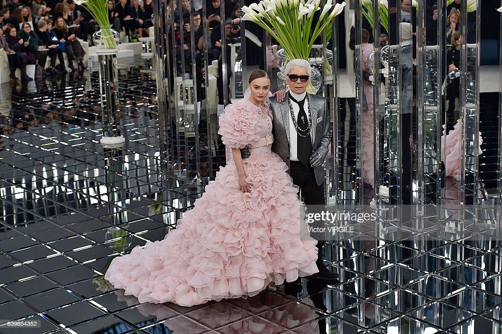 Chanel : Runway - Paris Fashion Week - Haute Couture Spring Summer 2017 : News Photo