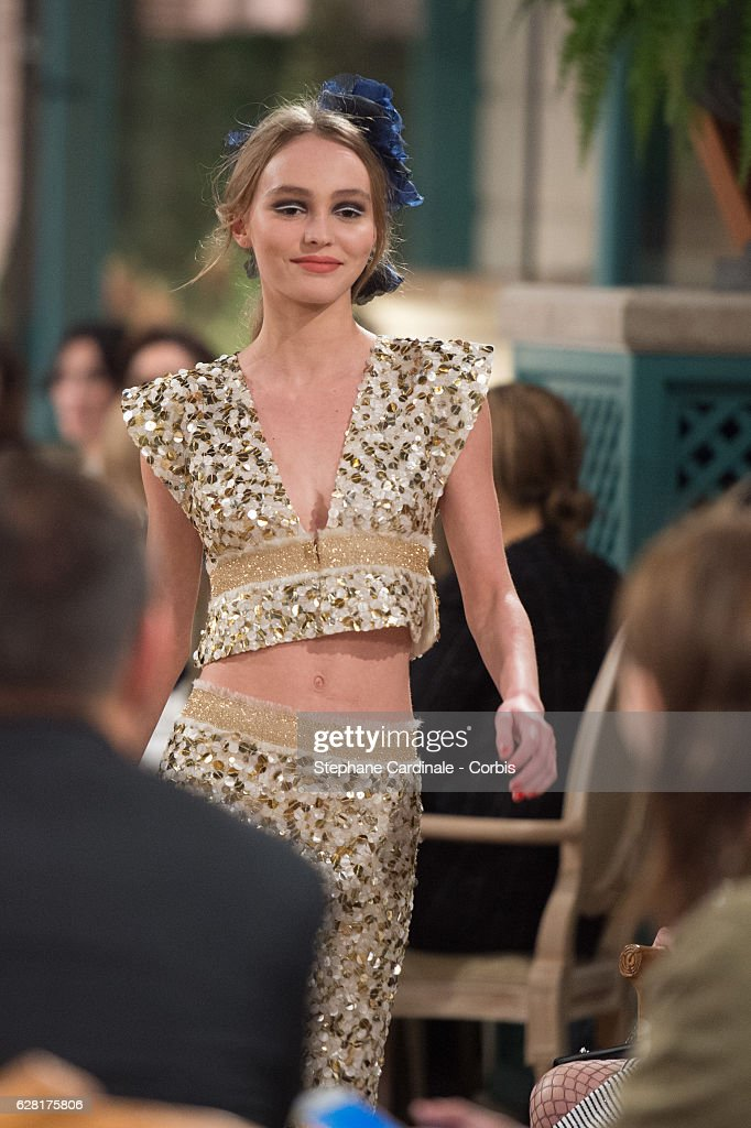 """Chanel Collection des Metiers d'Art 2016/17 : Paris Cosmopolite""  : Show At Hotel Ritz : ニュース写真"