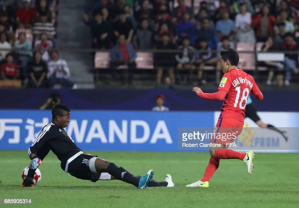 Lim Minhyeok of Korea Republic gets the ball past to Guinea goalkeeper Moussa Camara score during the FIFA U-20 World Cup Korea Republic 2017 group A...