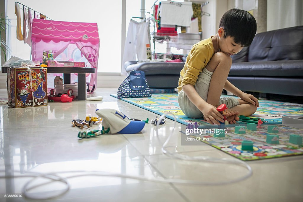 Life Of Family Harmed By Humidifier Disinfectants In South Korea : News Photo
