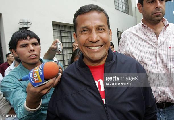 El candidato del partido Union Por el Peru Ollanta Humala se retira tras ofrecer una entrevista radial en Lima el 31 de mayo de 2006 El candidato...