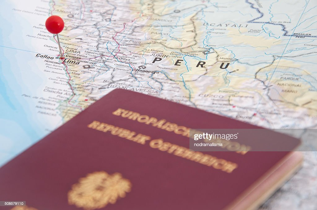 Lima, Peru roten Polig und Reisepass, Nahaufnahme der Karte. : Stock-Foto