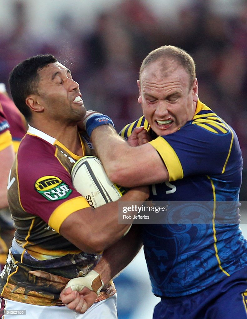 Lima Sopoaga of Southland is tackled by Charlie O'Connell of Otagoduring the ITM Cup match between Southland and Otago on August 30, 2014 in Invercargill, New Zealand.