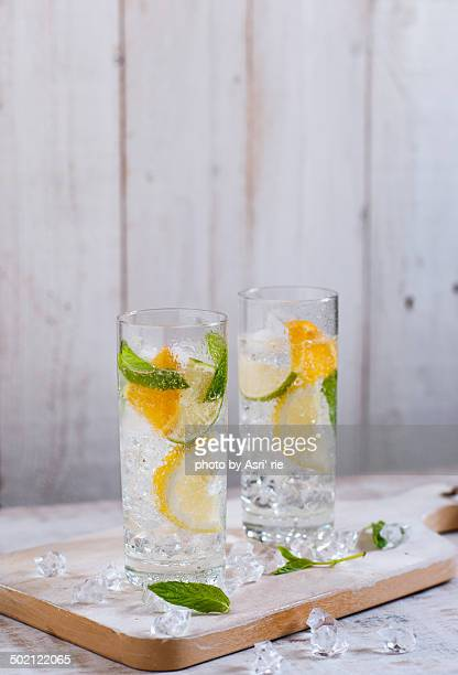 lime, lemon , orange mojito - carbonated water stock pictures, royalty-free photos & images