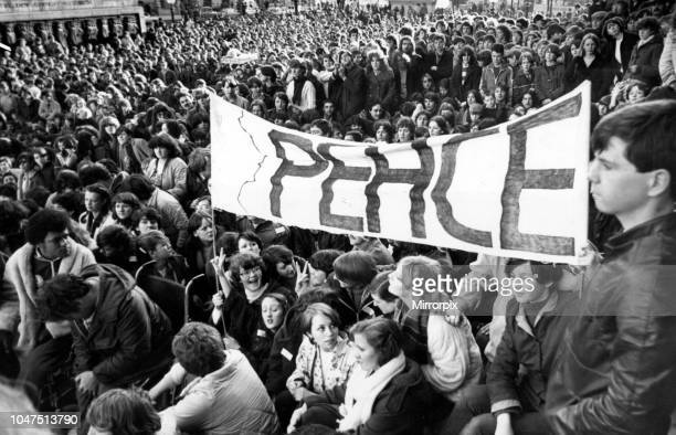 Lime Street filled with fans of all ages for a tribute to John Lennon 27th December 1980