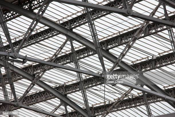 lime street railway station in liverpool - built structure stock pictures, royalty-free photos & images