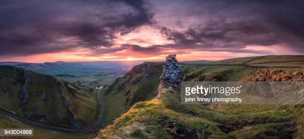 limestone pinnacle, winnats pass sunrise, english peak district. uk. - pinnacle peak stock pictures, royalty-free photos & images
