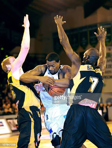 Limoges' Chris Massie vies with Nancy's John Linehan and Akim Akinbala during the French ProA basketball match Limogese vs Nancy on January 02 2011...