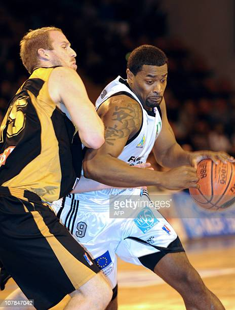 Limoges' Chris Massie vies with Nancy's Stephen Brun during the French ProA basketball match Limogese vs Nancy on January 02 2011 in Limoges central...