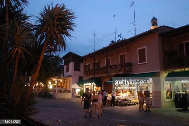 Limone sul Garda Gardasee Reise Italien/Europa Promenade Abend Abendsstimmung nachts Nacht Beleuchtung Geschäfte