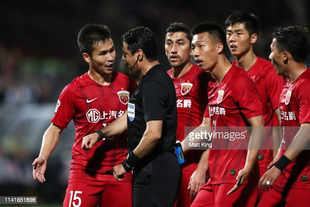 Lin Chuangyi of Shanghai SIPG and team mates argue with the referee after a penalty was given during the AFC Asian Champions League match between...