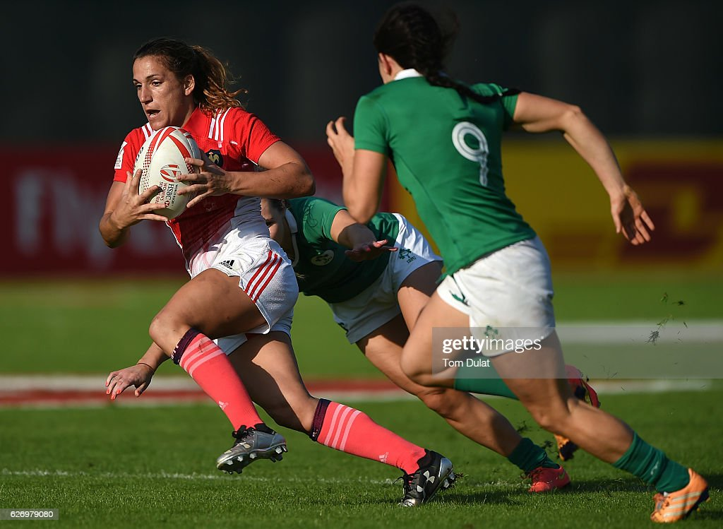 Lina Guerin of France runs with the ball during day one of the Emirates Dubai Rugby Sevens - HSBC World Rugby Women's Sevens Series match between France and Ireland on December 1, 2016 in Dubai, United Arab Emirates.