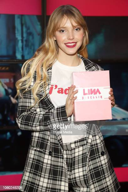 Lina Larissa Strahl during her autograph session at Saturn on November 11 2018 in Hamburg Germany