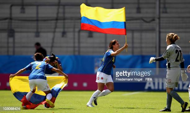 Lina Taborda Carolina Arias Ana Maria Montoya and Alexandra Avendano of Colombia celebrate after winning the FIFA U20 Women's World Cup Quarter Final...
