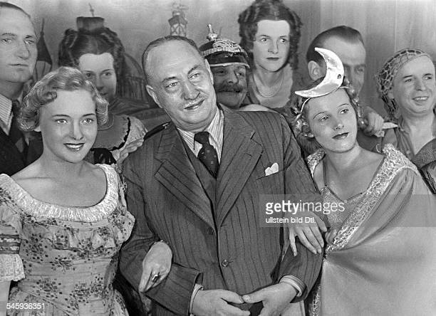 Lincke Paul *17111866 composer Germany with the singers Kati Rauch and Inge Vesten 1937