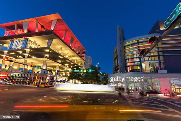 lincoln center and 1111 lincoon road garage - lincoln road stock pictures, royalty-free photos & images