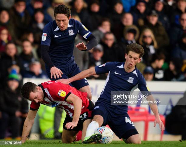 Lincoln City's Tom Hopper battles with Southend United's Harry Phillips right and Mark Milligan during the Sky Bet League One match between Southend...