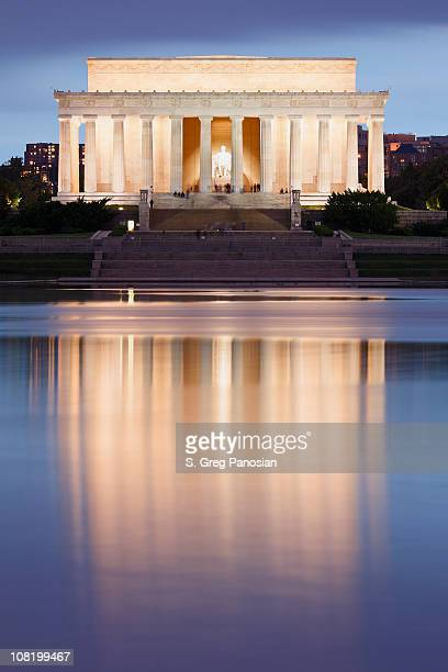 lincoln memorial at dusk - reflecting pool stock pictures, royalty-free photos & images