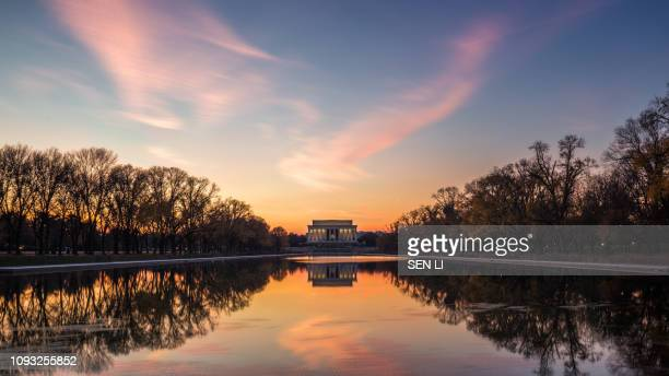 lincoln memorial in the night - reflecting pool stock pictures, royalty-free photos & images