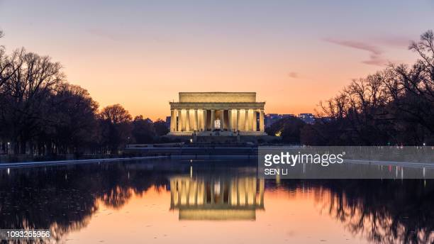 lincoln memorial in the night - abraham lincoln stock pictures, royalty-free photos & images