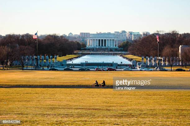 lincoln memorial with reflecting pool - reflecting pool stock pictures, royalty-free photos & images