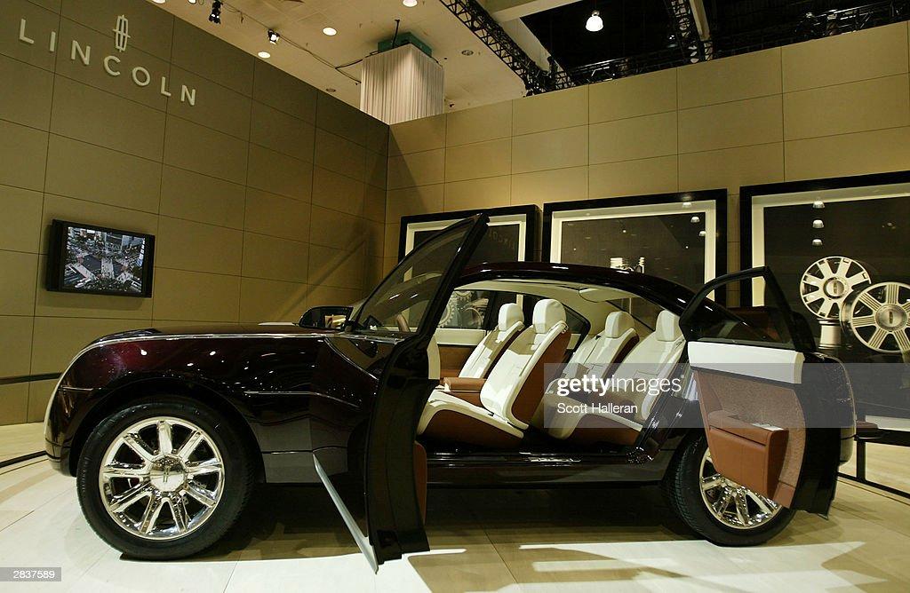 Los Angeles Kicks Off International Car Show Photos and Images ...