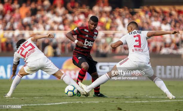 Lincoln of Flamengo vies the ball with Hudson and Bruno Alves of Sao Paulo during a match between Sao Paulo and Flamengo for the Brasileirao Series A...