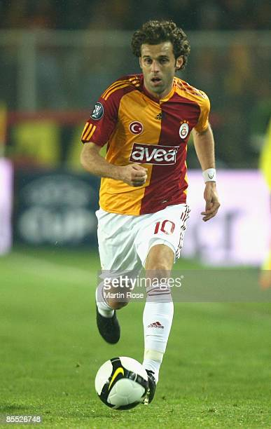 Lincoln of Istanbul runs with the ball during the UEFA Cup Round of 16 second leg match between Galatasaray Istanbul and Hamburger SV at the Ali Sami...