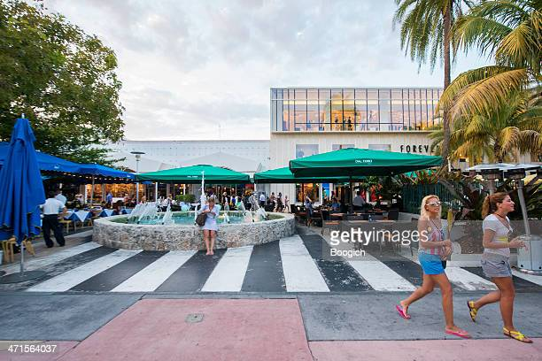 lincoln road at dusk - lincoln road stock pictures, royalty-free photos & images