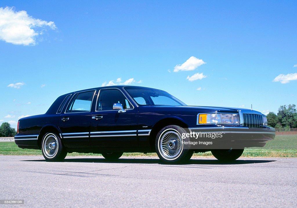 1991 Lincoln Town Car : News Photo