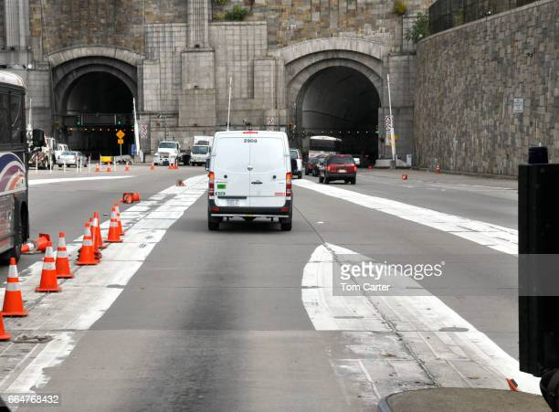 lincoln tunnel entrance - lincoln tunnel stock photos and pictures