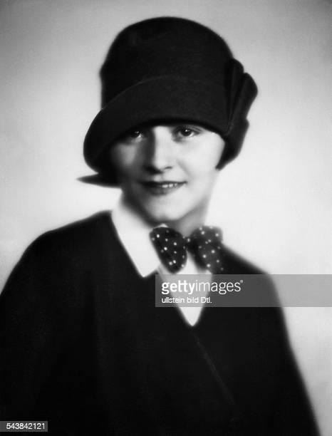 Lind Georgia Actress Germany*nee Brunhilde Hilscher or Liddy Brunhilde Uhlig Portrait with a hat Photographer Atelier Balasz 1927Vintage property of...
