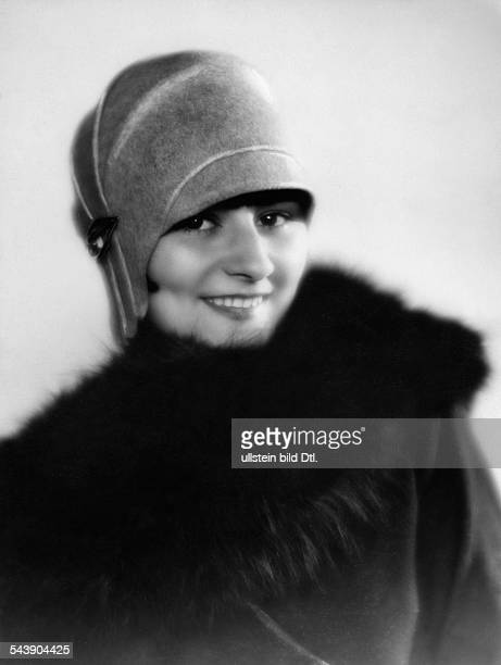 Lind Georgia Actress Germany*nee Brunhilde Hilscher or Liddy Brunhilde Uhlig Portrait with a hat and fur collar Photographer Atelier Balasz Published...