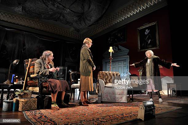 Linda Bassett as Iris Selina Cadell as June Stacpoole and Frances de la Tour as Dorothy Stacpoole in Alan Bennett's People directed by Nicholas...