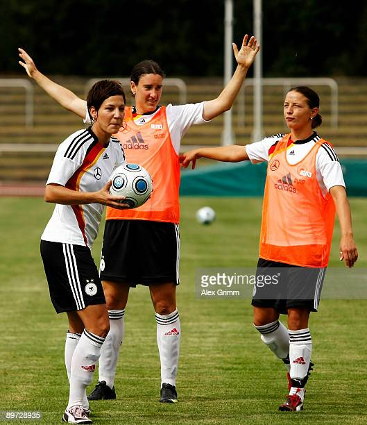 Linda Bresonik Birgit Prinz and Sonja Fuss attend a training session of the German women's national soccer team on August 10 2009 in NeuIsenburg...