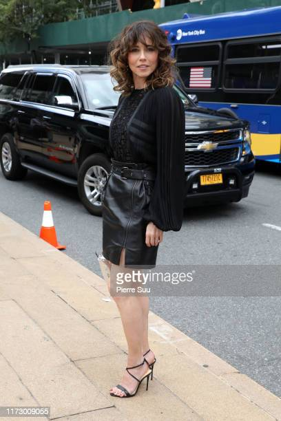 Linda Cardellini arrives at the Longchamp SS20 Runway Show on September 07, 2019 in New York City. On September 07, 2019 in New York City.