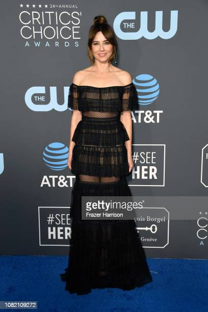 Linda Cardellini attends the 24th annual Critics' Choice Awards at Barker Hangar on January 13 2019 in Santa Monica California