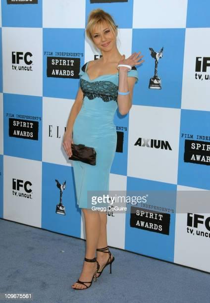 Linda Cardellini during 2007 Film Independent's Spirit Awards Arrivals at Santa Monica Pier in Santa Monica California United States
