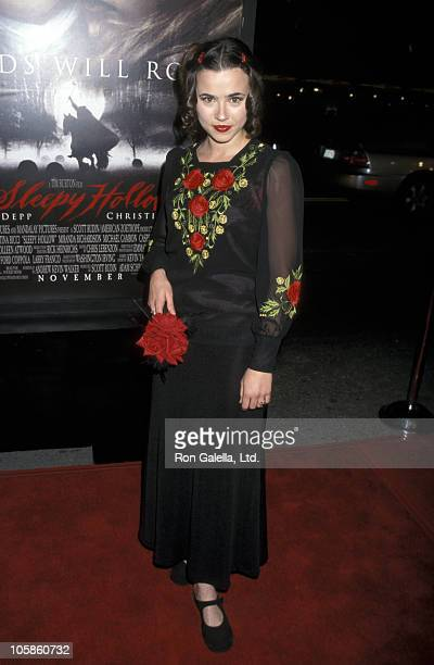 Linda Cardellini during Premiere of Paramount Pictures' Sleepy Hollow at Mann Chinese Theatre in Hollywood California United States