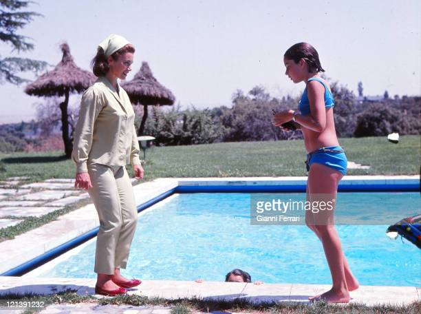 Linda Christian in her villla of 'La Moraleja' with her daughter Romina 12th August 1964 Madrid Spain