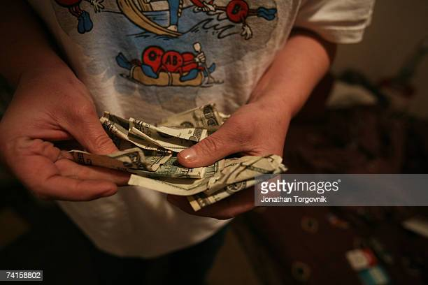 Linda counting money before buying meth on December 2 2005 in Bowling Green Kentucky