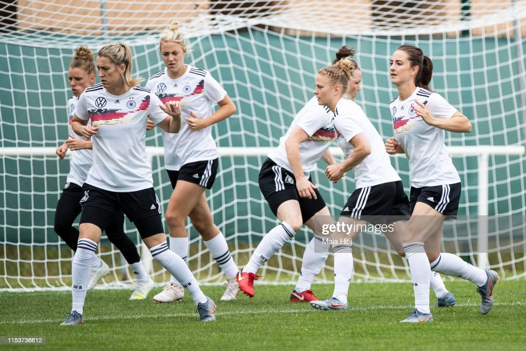 Germany Press Conference & Training - FIFA Women's World Cup France 2019 : News Photo