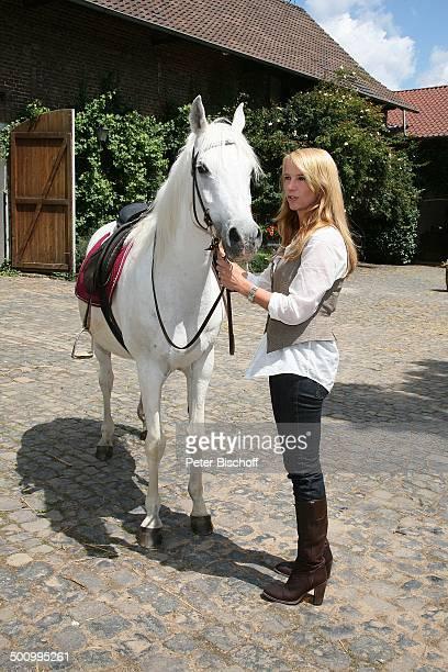 Linda de Mol Pferd ZDFSonntagsfilm Kleine Lüge für die Liebe alter Titel Liebe auf Umwegen Gut Barbarastein Rommerskirchen bei Neuss...