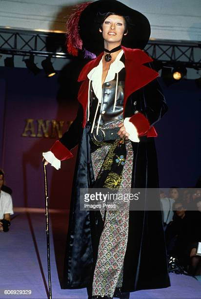 Linda Evangelista at the Anna Sui Fall 1992 show circa 1992 in New York City.