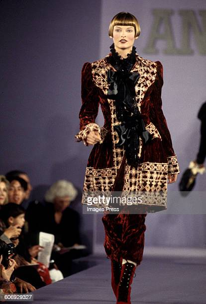 Linda Evangelista at the Anna Sui Fall 1993 show circa 1993 in New York City.